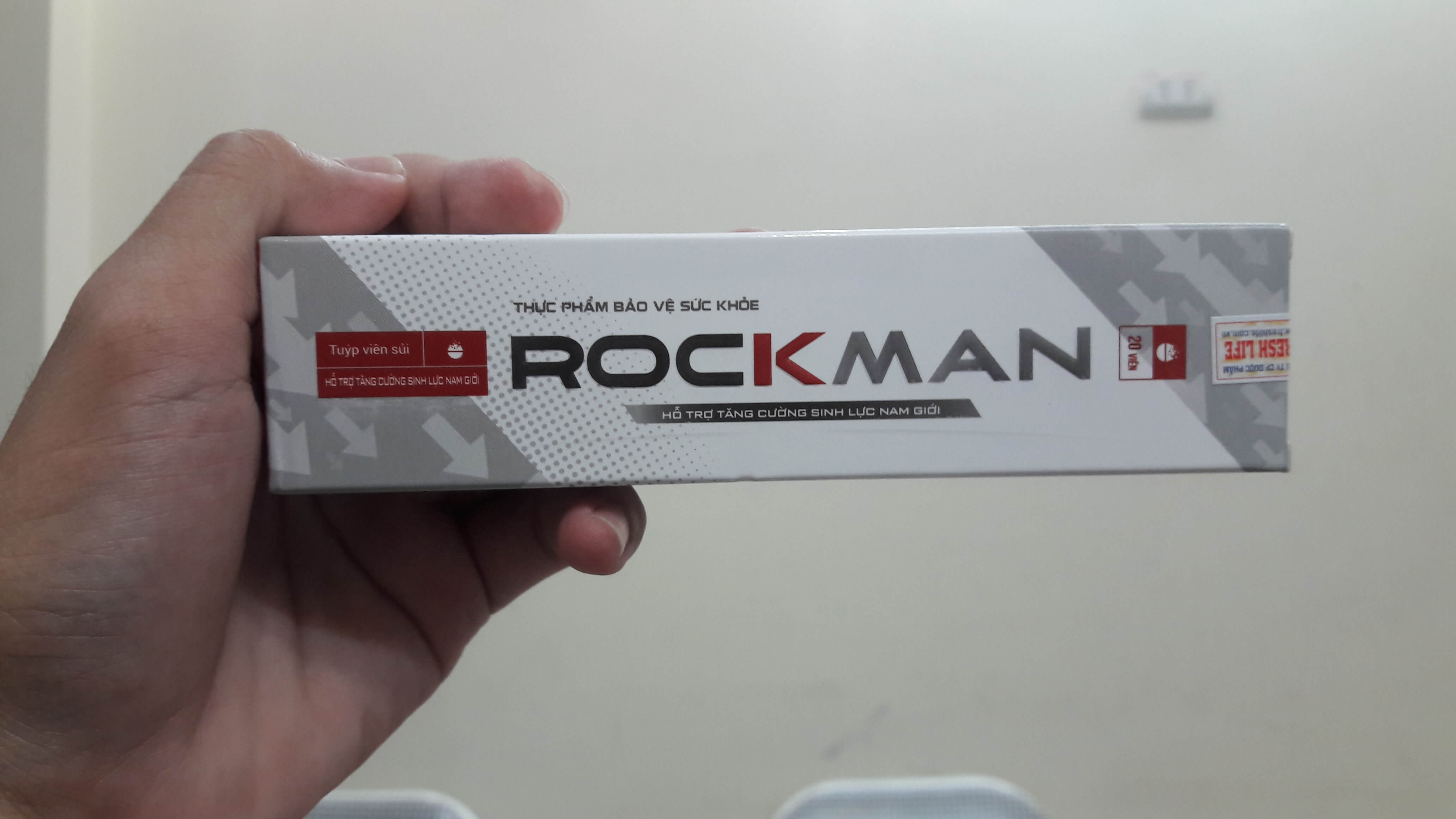 cach-phan-biet-rockman-that-gia